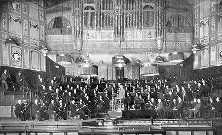 Elgar and the London Symphony Orchestra at the Queen's Hall Elgar-LSO-1911.jpg