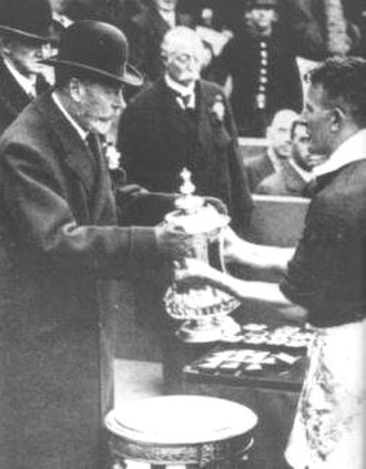 Sam Cowan - The King presents Sam Cowan with the FA Cup in 1934