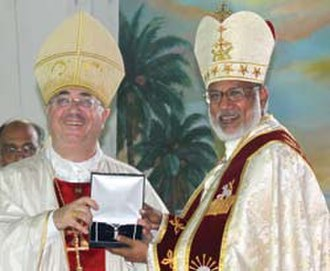 Syro-Malabar Catholic Major Archeparchy of Ernakulam-Angamaly -  Archbishop Salvatore Pennacchio, the Apostolic Nuncio to India read the message of Pope Benedict XVI during the installation of Major Archbishop of the Syro-Malabar Church at St Marys Basilica, Ernakulam and presenting the first elected Major Archbishop, Mar George Alencherry with the papal gift