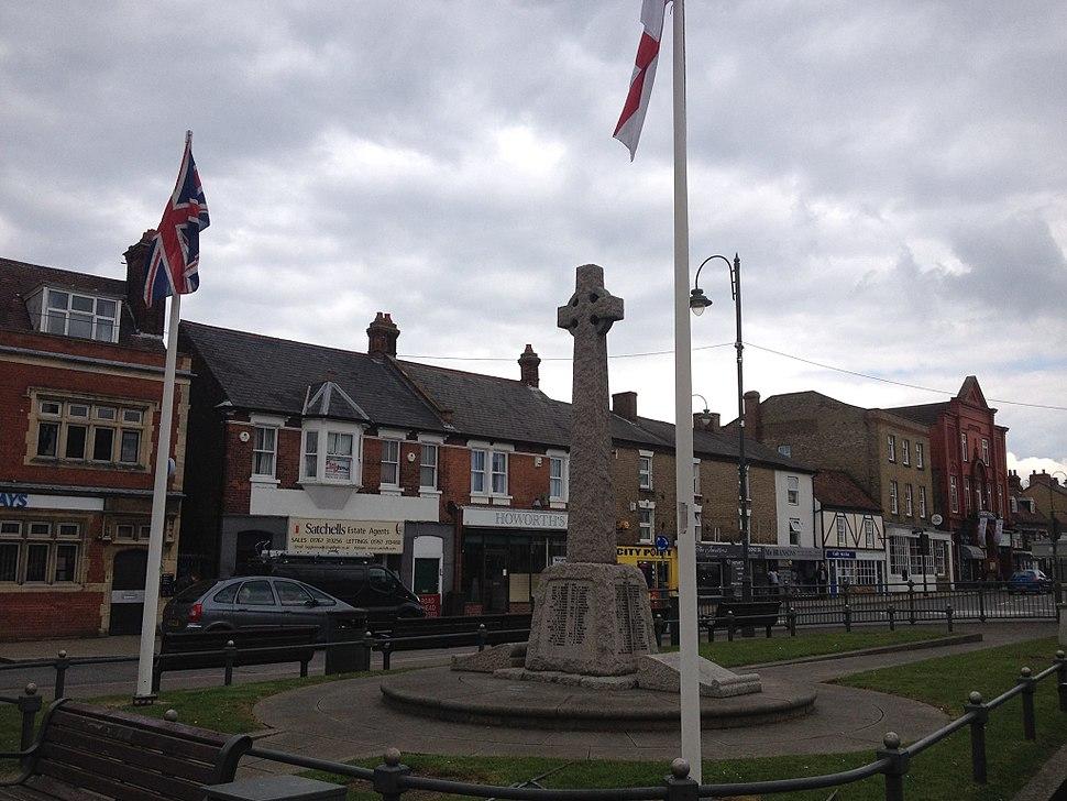 Biggleswade Town Centre War Memorial, Apr 2016