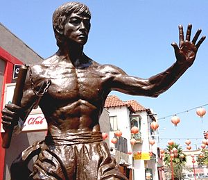 Statue of Bruce Lee (Los Angeles) - The statue in 2015