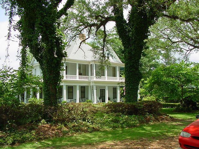 Many beautiful home to stay in when you get nail tech training in Alabama
