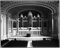 Portland City Hall Auditorium and Kotzschmar Organ 1912.jpg