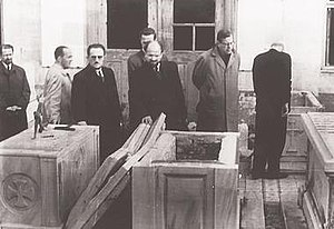 Istanbul pogrom - Representatives of the World Council of Churches investigating the vandalized sarcophaguses of the deceased Ecumenical Patriarchs, in the Patriarchal cemetery in Balıklı.