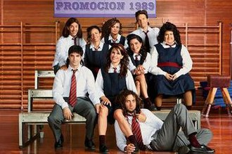 Graduados - The cast as teenagers in a photo for the high-school flashbacks; Isabel Macedo, at right, is made up to appear obese.