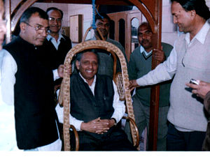 Mani Shankar Aiyar - Mani Shankar Aiyar flanked by party workers