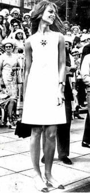 White shift dress of Jean Shrimpton - Image: White shift dress of Jean Shrimpton
