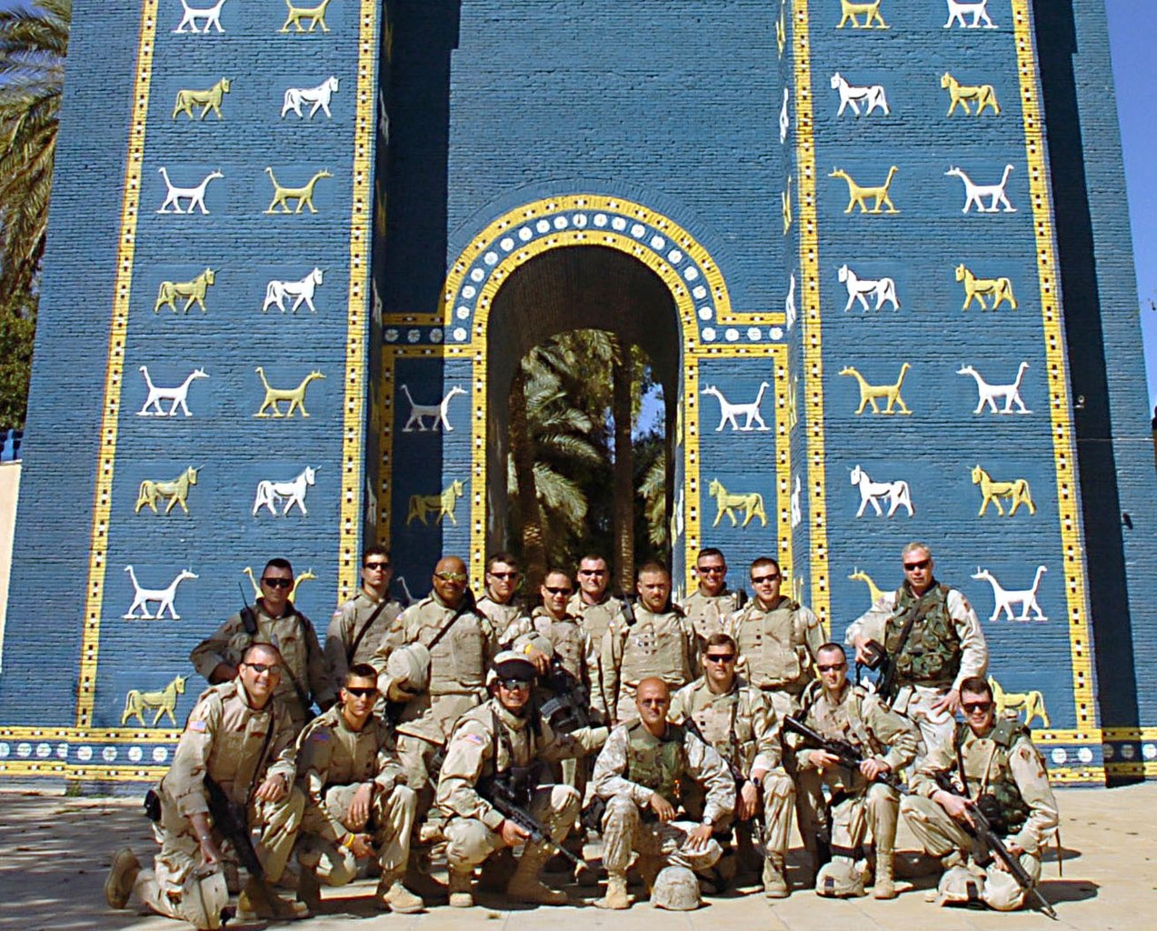 More On Date Gate >> File:Ishtar gate soldiers.jpg - Wikipedia