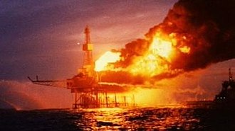 Piper Alpha - Image: Piper Alpha oil rig fire