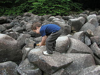 Ringing rocks Rocks that resonate like a bell when struck