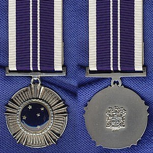 Southern Cross Medal (1975) - Image: Southern Cross Medal (1975)