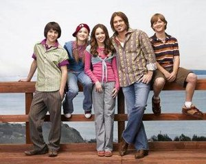 The Hannah Montana cast of season one.