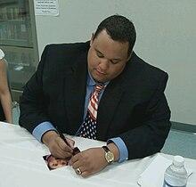 Boyd signe un autographe après avoir joué à l'église luthérienne St. John-Ellisville, Missouri, États-Unis