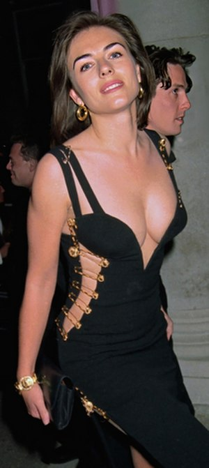 Black Versace dress of Elizabeth Hurley - Image: That Dress