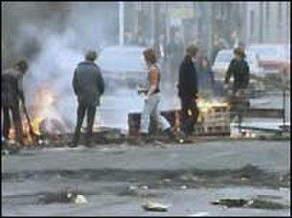 Ulster Workers' Council strike - Loyalist paramilitaries manning a roadblock