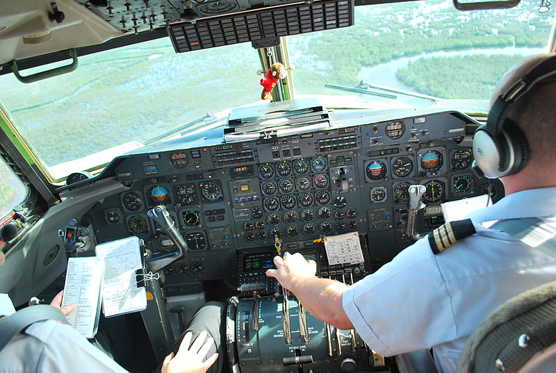 File:Dash 7 Flight Deck.jpg