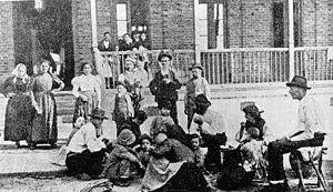 Imigrantes italianos na Hospedaria dos Imigrantes.