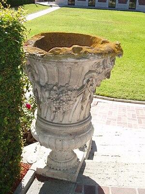 Jardiniere - Image: Vase William Andrews Clark Memorial Library