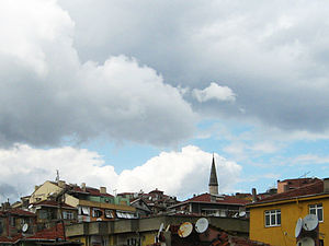 Sultantepe, Üsküdar - Typical view of Sultantepe: apartment building rooftops and minaret of Bâkî Efendi Mosque.