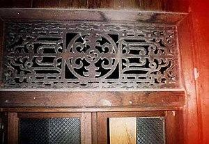 "Banjarese architecture - Ventilation ""Dahi Lalongkan"", above the window of a Gajah Manyusu house"