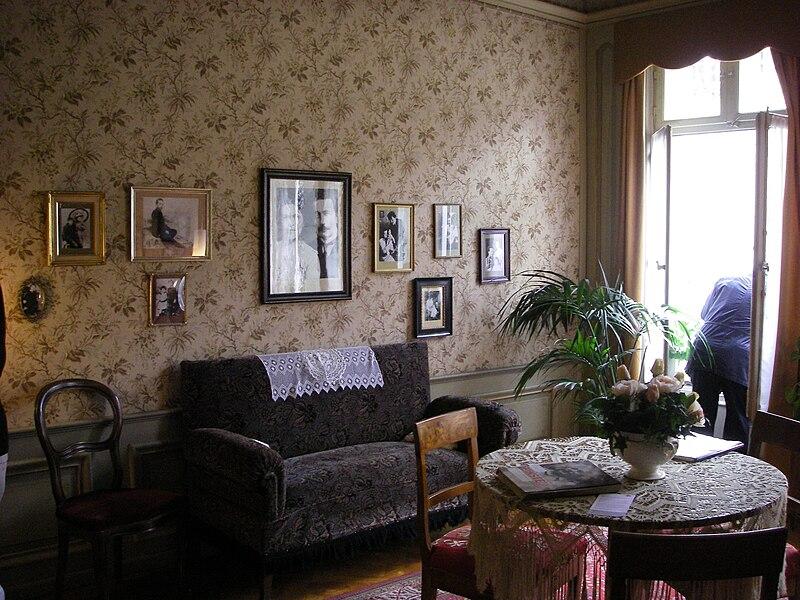 http://upload.wikimedia.org/wikipedia/en/thumb/2/2b/Einsteinhausberne.jpg/800px-Einsteinhausberne.jpg