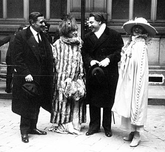 Yvonne Printemps - Georges Feydeau, Sarah Bernhardt (witnesses), with the groom and bride (r) at the wedding of Sacha Guitry and Printemps, 1919