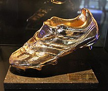 Golden Shoe, Lionel Messi 2012-2013.jpg