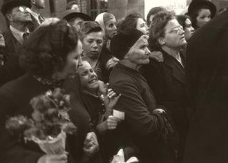 Ernst Haas - Ernst Haas, Homecoming Prisoners, Vienna, 1947