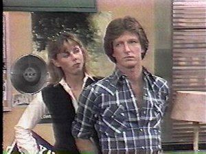 WKRP in Cincinnati - Bailey Quarters (Jan Smithers) and Andy Travis (Gary Sandy)
