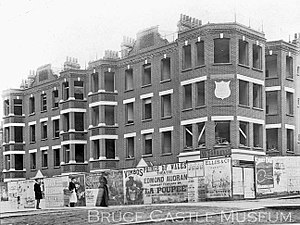 History of Harringay (1880–present) - Building Station Mansions, Wightman Road, next to the entrance of Hornsey Station.