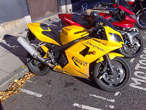 Triumph Daytona 600 - Image: Triumph Daytona 600 Side View On Street