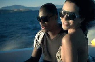 Break Your Heart - Cruz and his girlfriend on a speedboat in the music video.