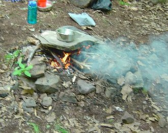 Outdoor cooking - Cooking in the outdoors using heated stone