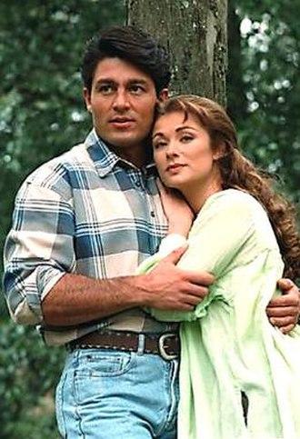 Esmeralda (Mexican telenovela) - José Armando (Fernando Colunga, left) and Esmeralda (Leticia Calderón, right)