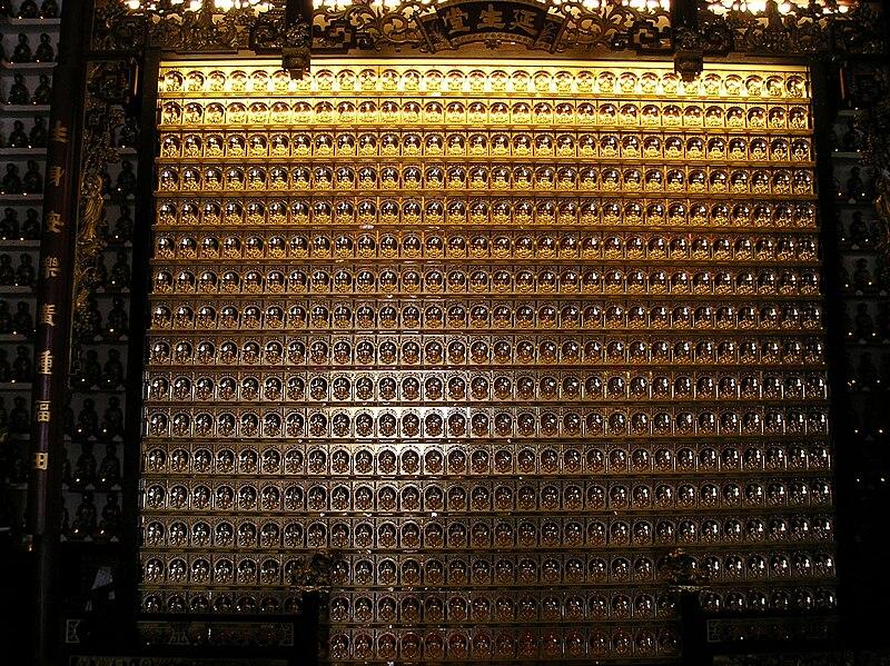 800px-Golden_Plate_10000_Buddha_Temple.JPG
