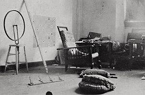 Bicycle Wheel - Image: Marcel Duchamp, 1916 17 studio photograph