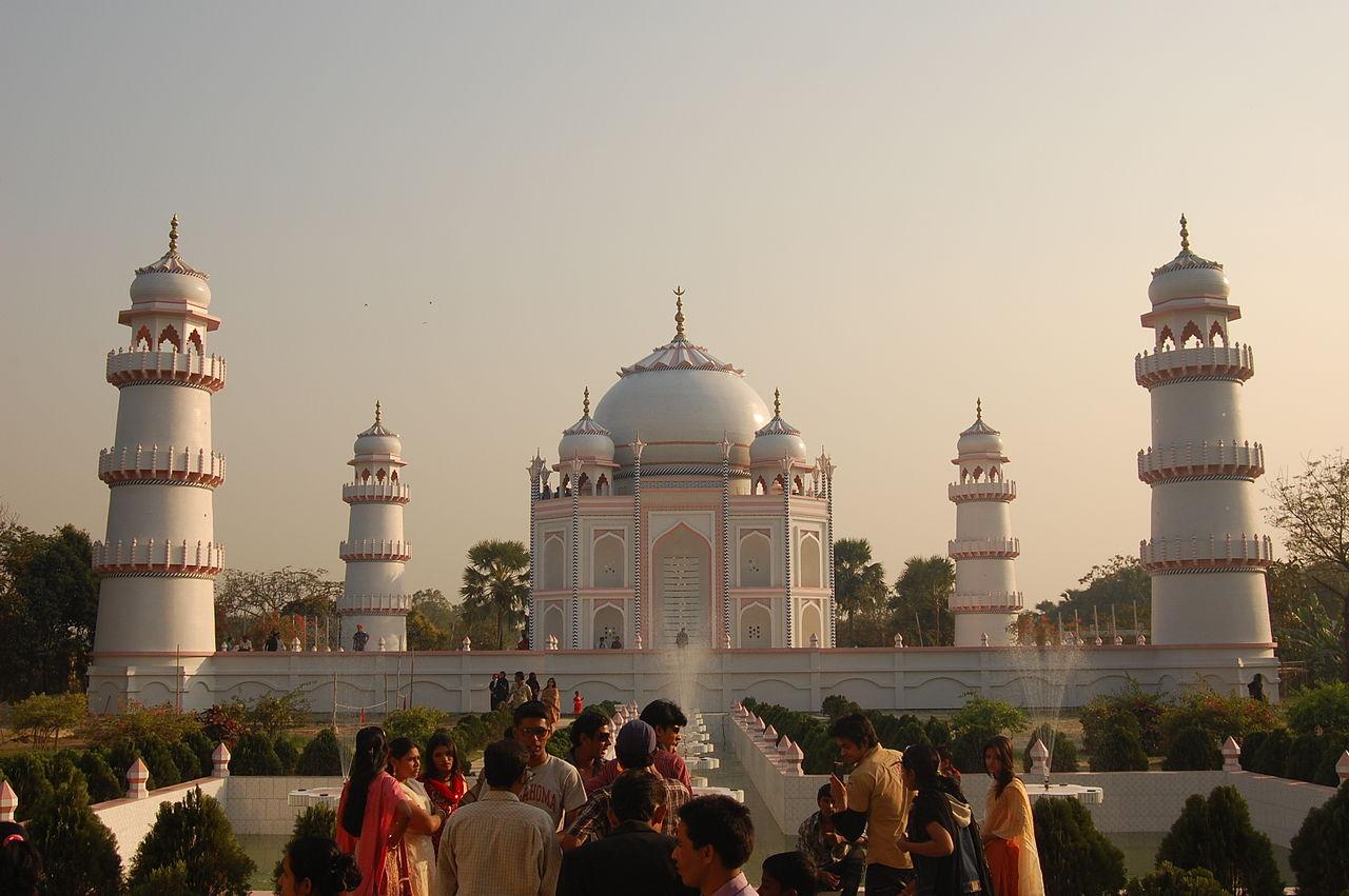 taj mahal information in hindi ताजमहल मुग़ल वास्तुकला का उत्कृष्ट नमूना है। इसकी वास्तु  शैली फ़ारसी, तुर्क, भारतीय और इस्लामी वास्तुकला के.