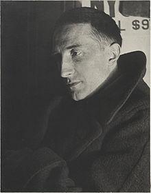 Man Ray, 1920-21, Ritratto di Marcel Duchamp, stampa alla gelatina d'argento, Yale University Art Gallery.jpg