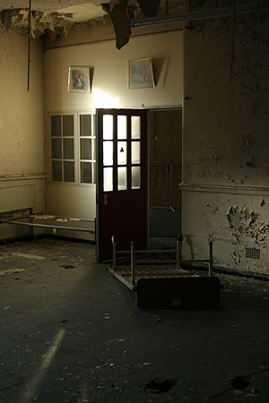 West Park Hospital, Epsom - A bedroom within a ward, with beds still remaining.