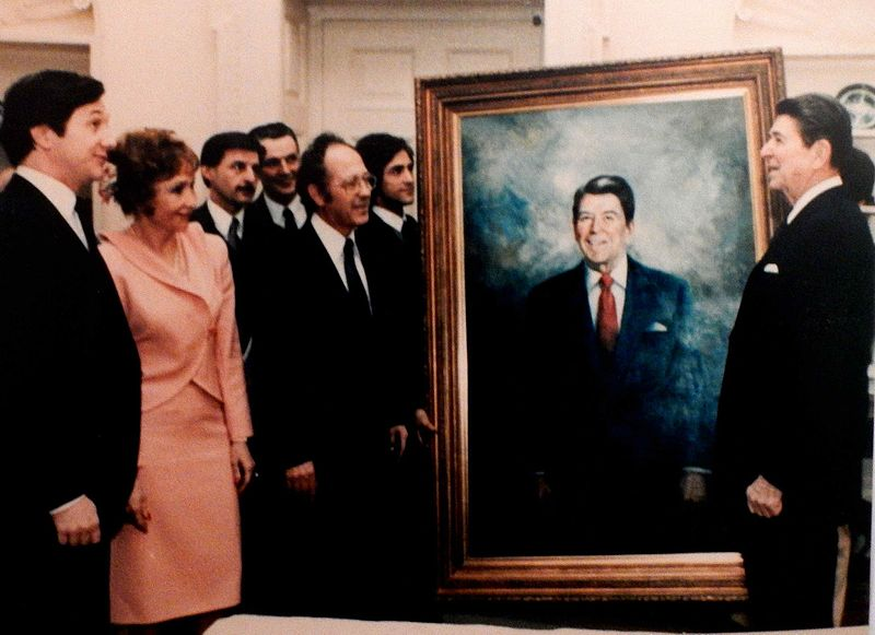 Americo Makk, Presentation of Portrait to President Reagan.JPG