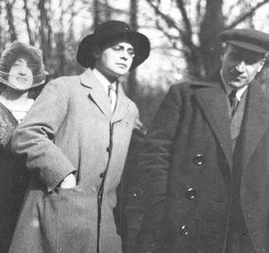 Luca Caragiale - Luca Caragiale between pianist Cella Delavrancea and writer Panait Istrati. Photograph taken in Berlin, 1911 or 1912.