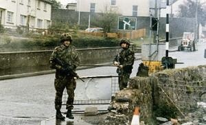 Operation Banner - Image: British Army roadblock 1988