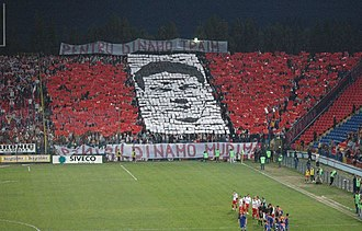 FC Dinamo București - Dinamo fans paying homage to Cătălin Hîldan in 2005.