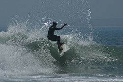 Hooking a turn on a wave at Elands.