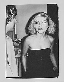 photograph of debbie harry by andy warhol taken in 1980 in the factory on the day of the photo shoot for her silkscreen portraits - Andy Warhol Lebenslauf