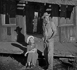 The Southerner (film) - Cinematographer Lucien Andriot used low-level lighting throughout The Southerner to create dramatic shadows in both indoor sets and outdoor scenes. Here the Tuckers arrive at their dilapidated tenant farm.