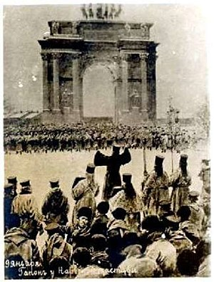 Bloody Sunday (1905) - 22 January 1905: Crowd of petitioners, led by Father Gapon, near Narva Gate, St. Petersburg