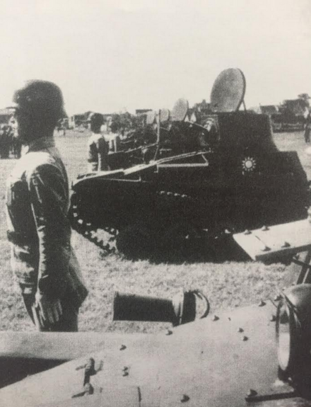 Type 94 tankettes on parade (note the driver's Stahlhelm and the KMT blue and white sun emblem on the tanks) Nanjing Government Army Type 94 tankettes.png