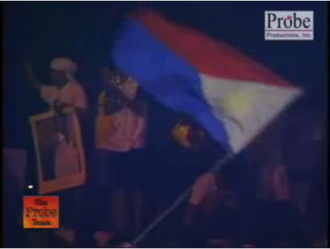 EDSA III - Estrada loyalists marching toward Malacañan Palace calling for the resignation of President Gloria Macapagal-Arroyo. Note that the Filipino flag is flown with the red field upwards, as though it was used in a state of war.
