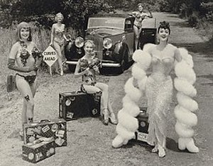 Ralph Steiner - Gypsy Rose Lee and Her Girls